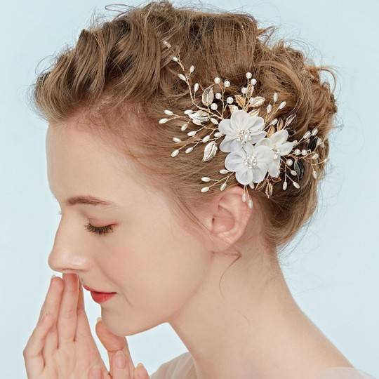 Beaded hairpin for ceremonies